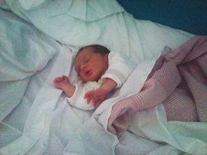 A la maternité... Bonheur total de dormir avec mon Fils dans mes bras...